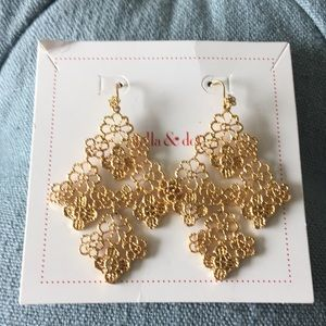 Stella and Dot gold lace earrings